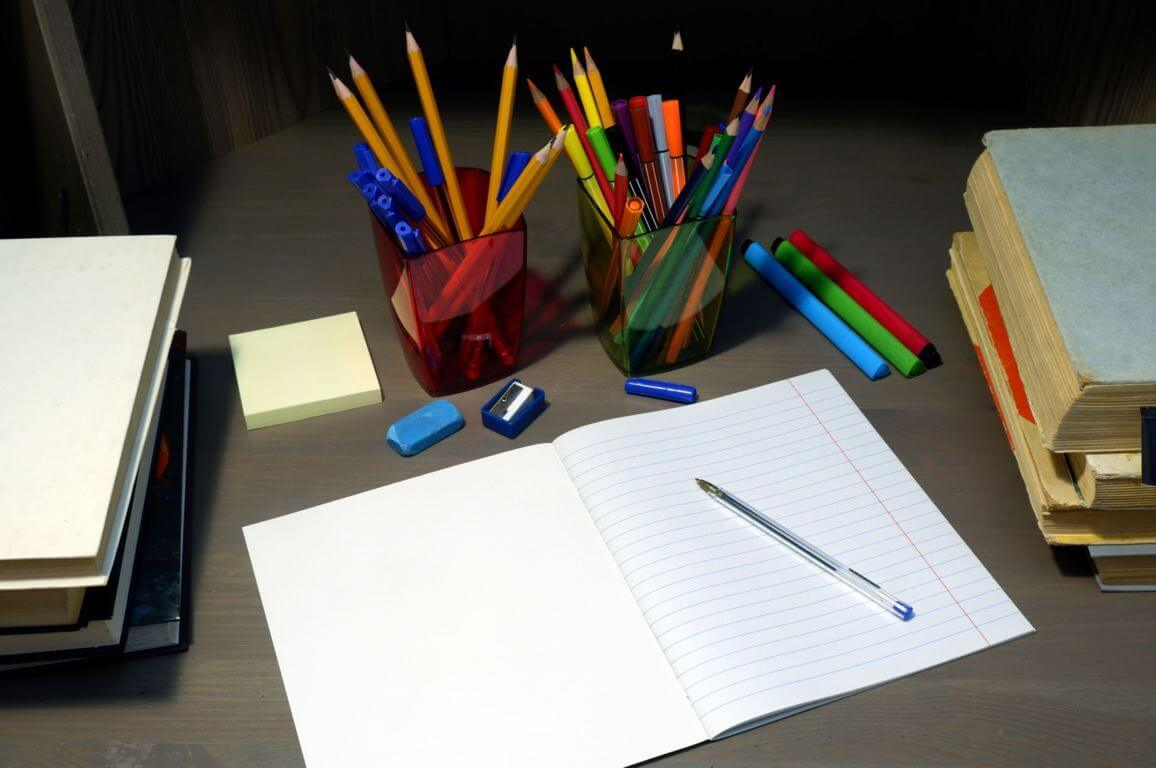 Schrift, pen, gum en markers